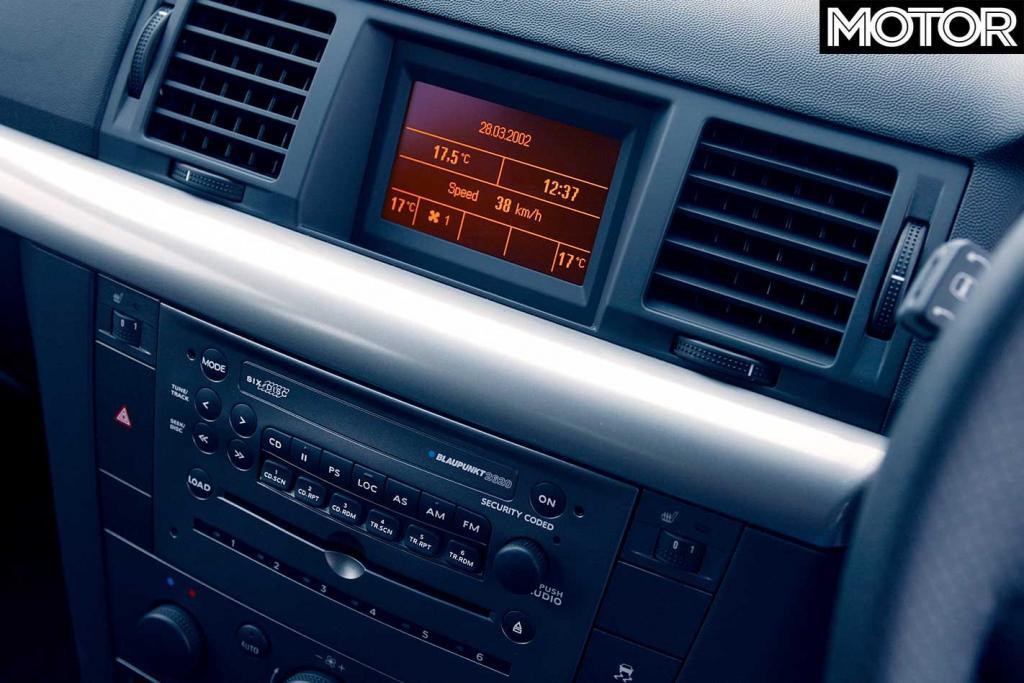 2003-Holden-Vectra-CDXi-dashboard.jpg